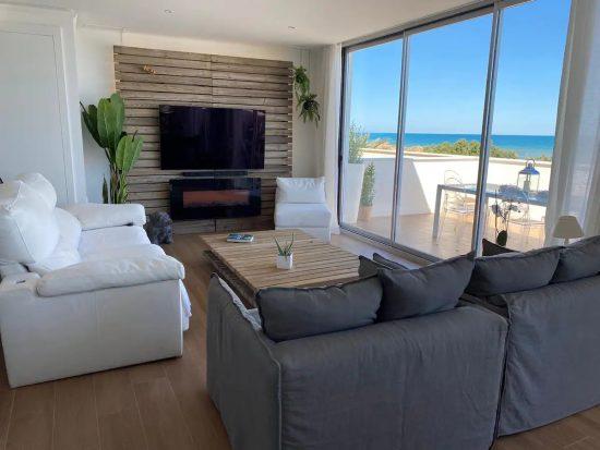 Apartamento entero para parejas y familias en primera línea de la playa de Oliva (valencia). Alquiler por días en airbnb